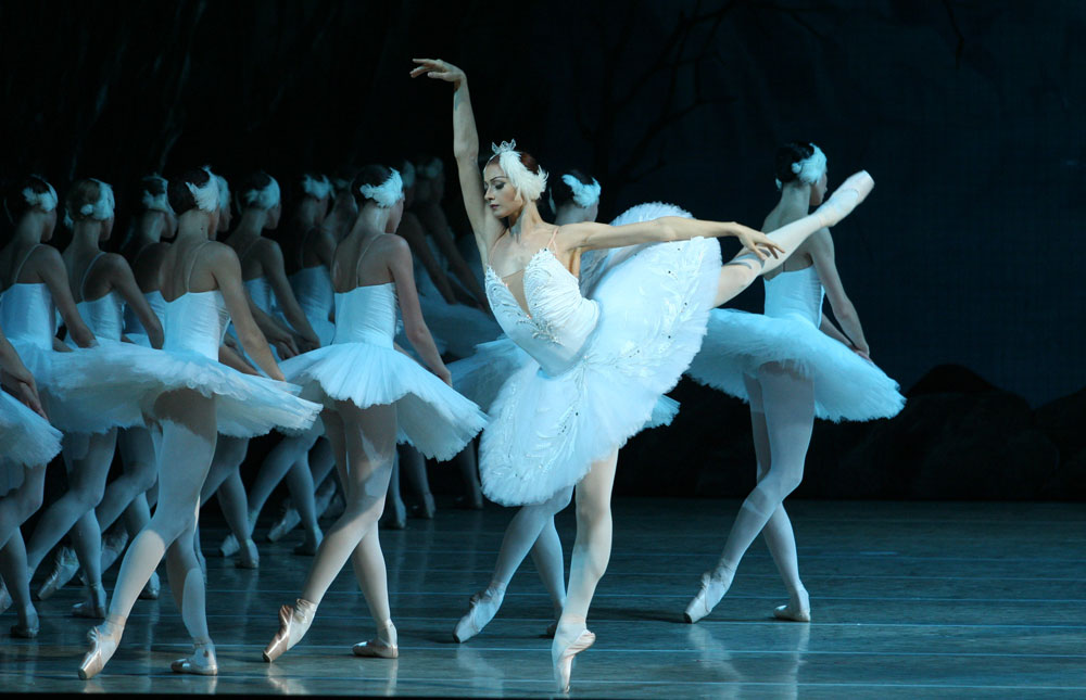 1-Swan-Lake_Kondaurova(live-3D-broadcast-of-the-ballet)-photo-N.Razina