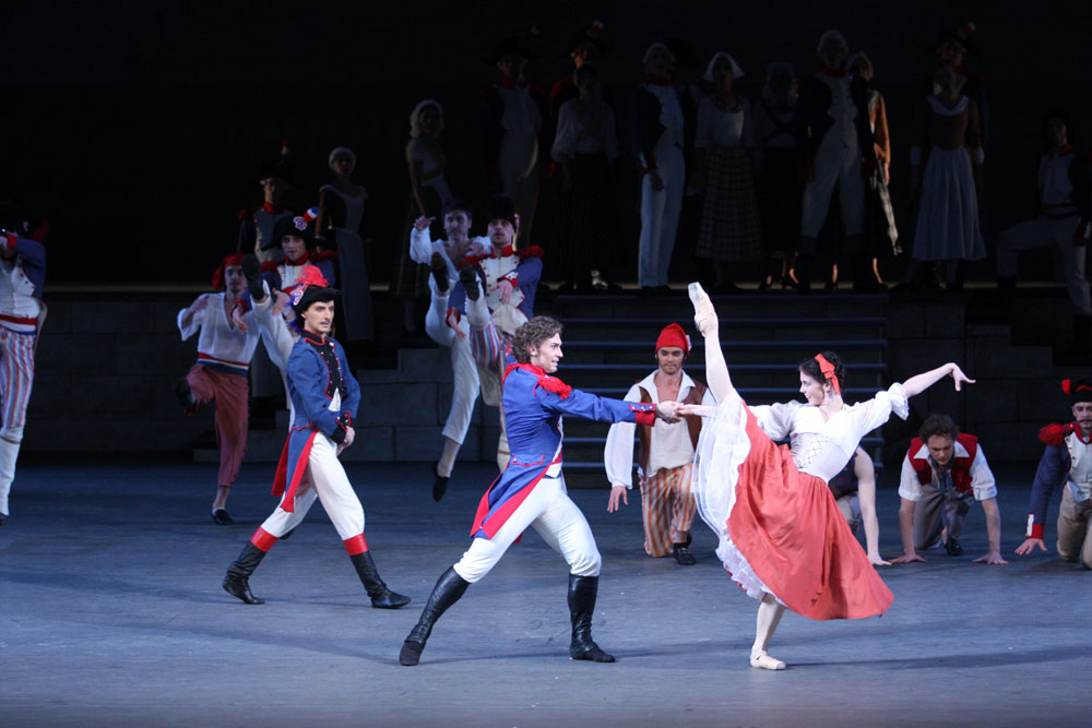 1-src_The_Flames_of_Paris_Natalia_Osipova_Ivan_Vasiliev___Best___Photo__Elena_Fetisova