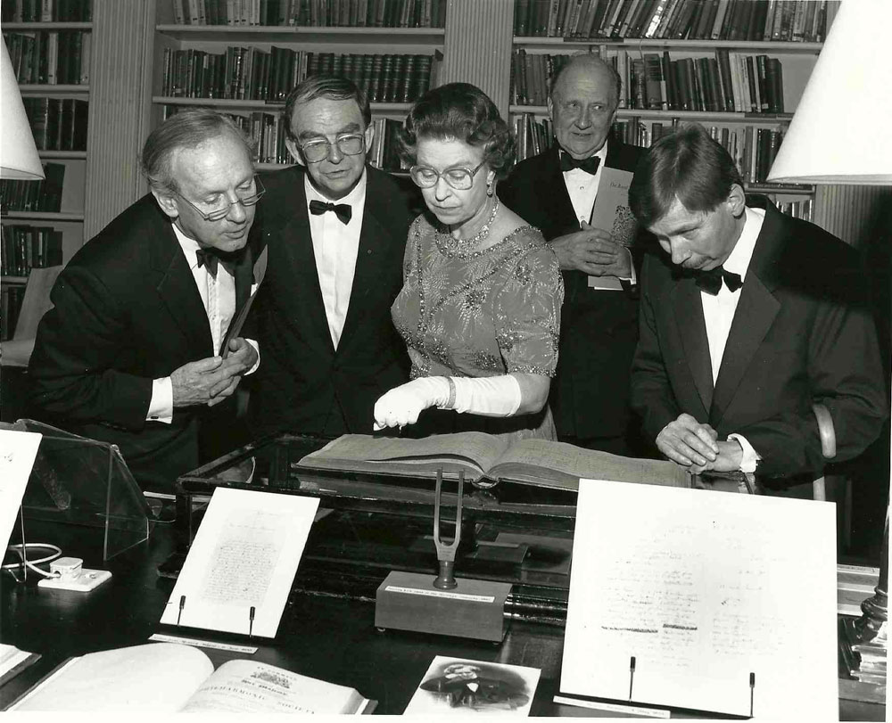 1-HRH-Queen-Elizabeth-II,-Patron-of-Royal-Philharmonic-Society-is-shown-the-score-of-Beethoven's-9th-Symphony-on-Society's-175th-anniversary-in-1988-LOW-RES