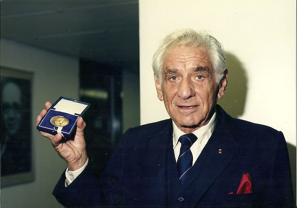 1-Leonard-Bernstein,-following-presentation-of-the-RPS-Gold-Medal-on-28-June-1987.-photo-credit-RPS