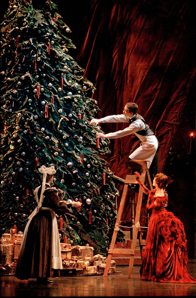 1-BRB---The-Nutcracker---Marion-Tait-as-Mrs-Stalhbaum---photo-by-Bill-Cooper