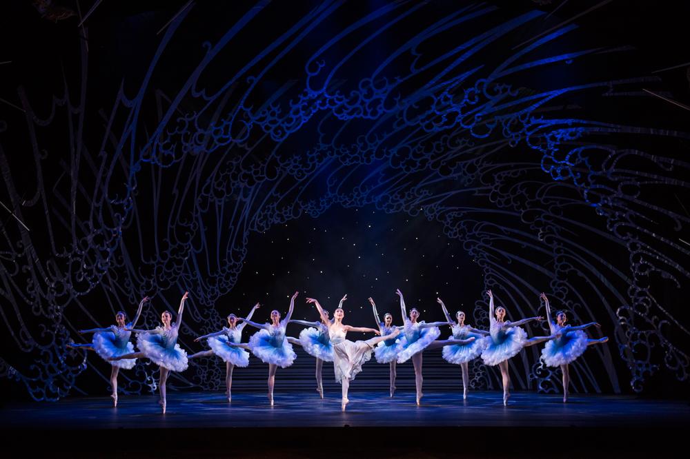 1-The-Prince-of-the-Pagodas;-Momoko-Hirata-as-Princess-Belle-Sakura-with-Artists-of-Birmingham-Royal-Ballet-as-Foam-Women;-photo-Bill-Cooper