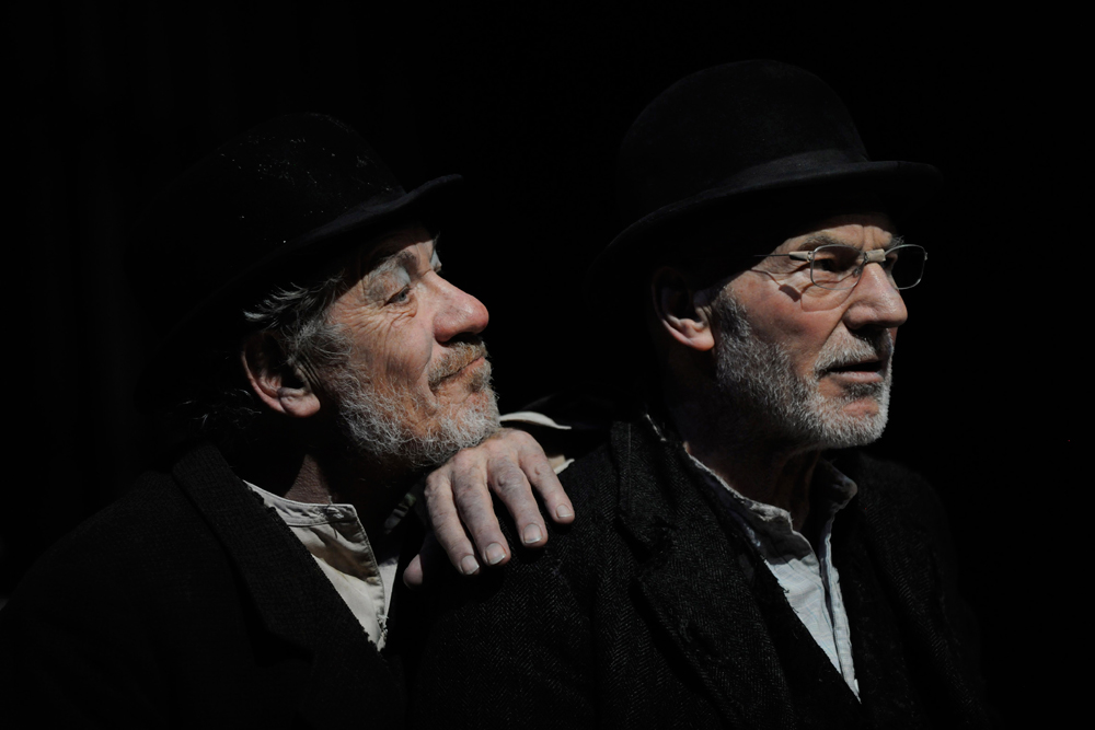 1-Ian-McKellen-(Estragon)-and-Patrick-Stewart-(Vladimir)-in-Waiting-for-Godot,-photo-by-Sasha-Gusov-1-DCD