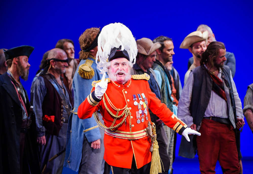 1-ENO-The-Pirates-Of-Penzance-Andrew-Shore-2-(c)-Tristram-Kenton